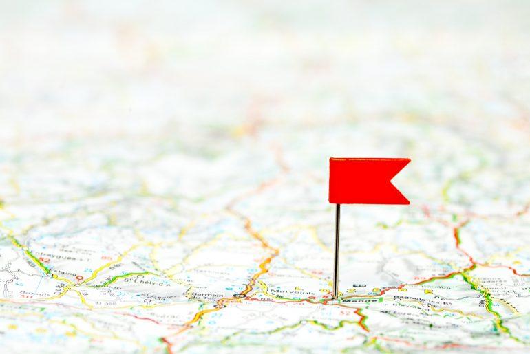 Zielflagge auf einer Karte.