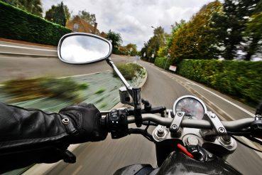 Motorrad im Fahrtwind.