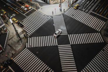 Zebrastreifen an einer Kreuzung