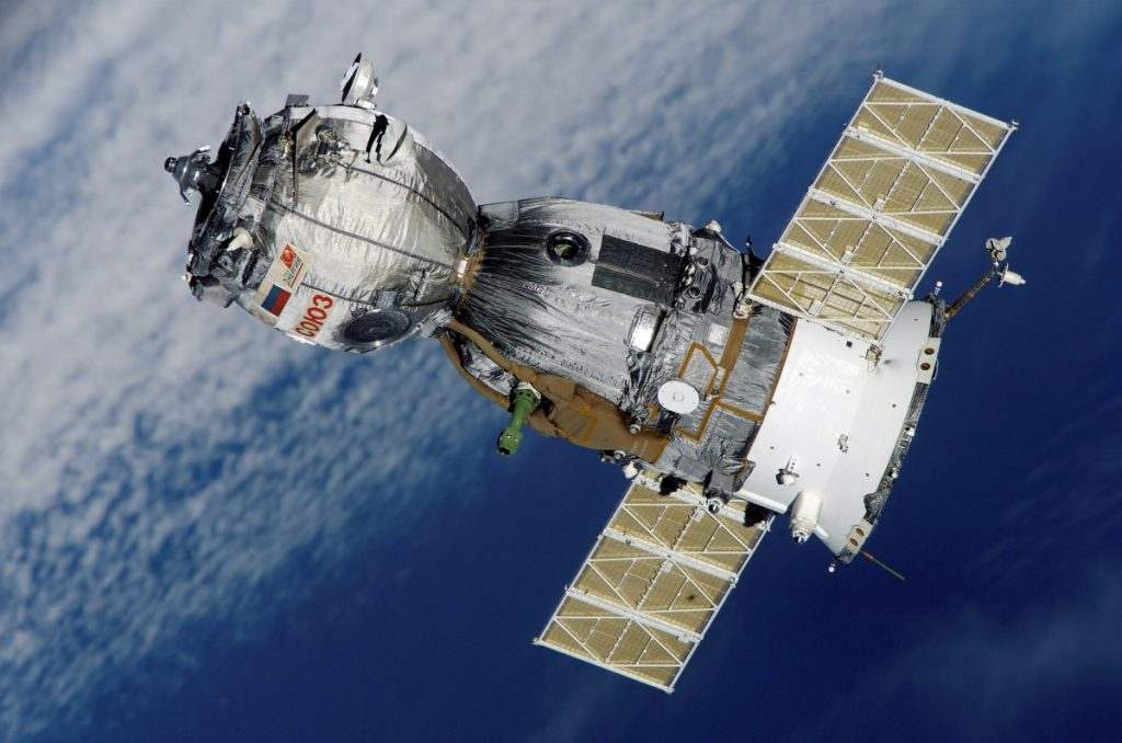 Satellite needed for a live gps tracker