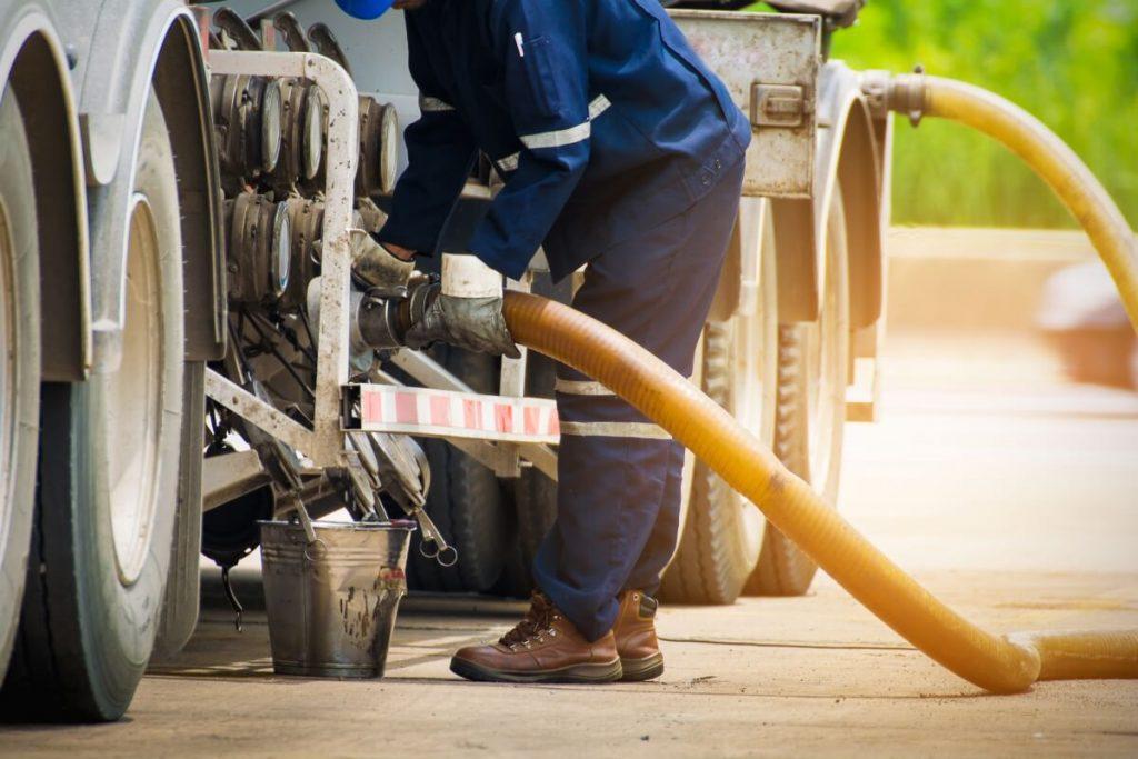 driver refuelling truck needs fleet fuel card