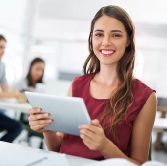 Employee happy she has installed Vimcar's fleet tracking software