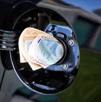 Money in fuel cap