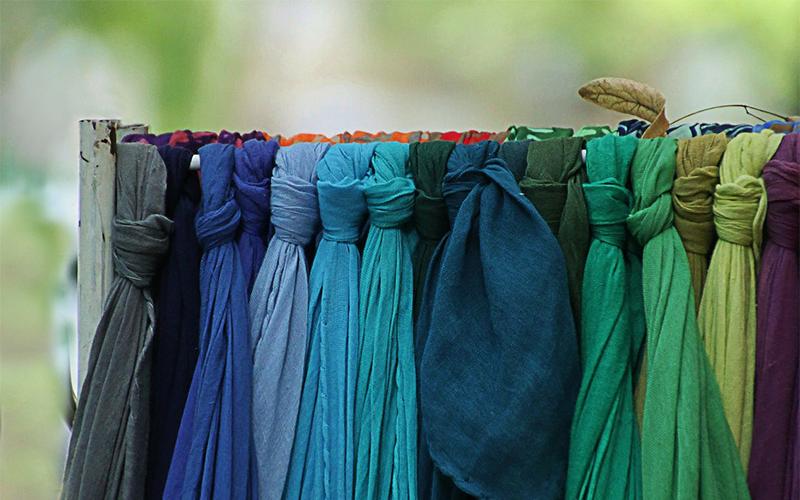Farbige Schals
