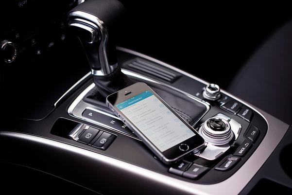 Smartphone mit geöffneter Fahrtenbuch App